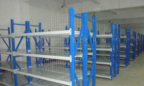 带网片中型货架在医药公司仓库施工完毕
